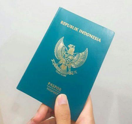 Mempersiapkan-Passport-dan-Tiket-pasien